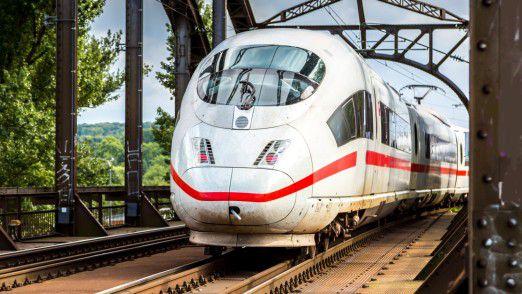 Der WLAN-Ausbau im ICE ist Teil einer Qualitätsoffensive der Bahn, die damit auf die wachsende Konkurrenz im Fernverkehr etwa durch Fernbusse reagiert.