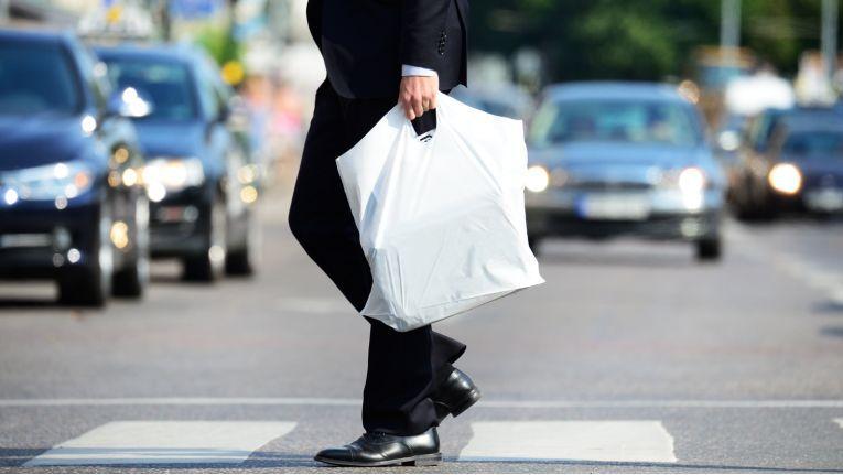 Noch immer werden in Deutschland zu viele Plastiktüten verkauft.