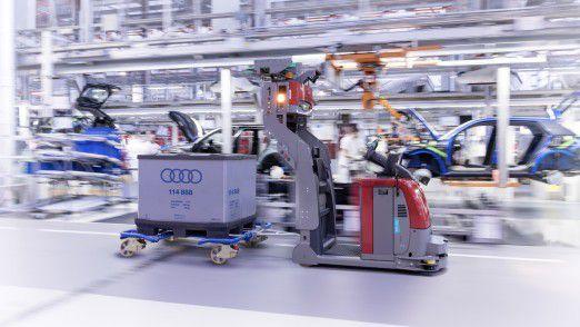 Fahrerloses Flurförderzeug bei Audi