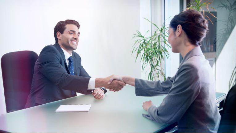 """Immer wieder benötigen Unternehmen kurzfristig """"Manager auf Zeit"""", hier helfen darauf spezialisierte Personalberatungen,"""