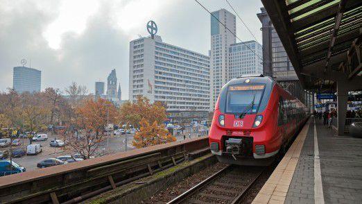 Kostenloses Internet müsste es nach Ansicht von Fahrgast-Verbänden nicht nur im ICE, sondern auch in U-Bahnen und Regionalzügen geben.