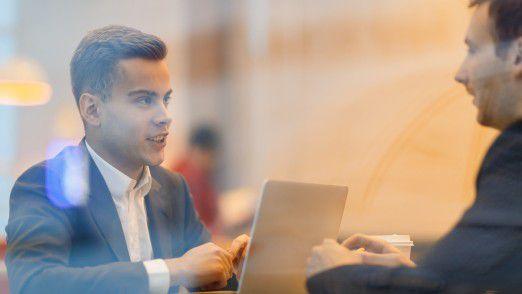 Wer mehr über die Unternehmenskultur eines Arbeitgebers wissen möchte, sollte den Recruiter direkt danach fragen.