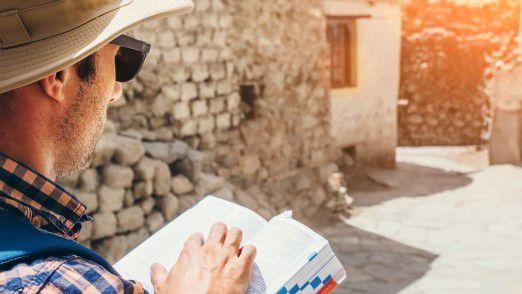 Deutsche Urlauber setzen auf Altbewährtes: Sie kaufen gedruckte Reiseführer.