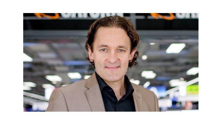 """Martin Wild, Chief Digital Officer der MediaMarktSaturn Retail Group, sieht Roboter weniger als """"Kollegen"""" und mehr als technische Hilfsmittel."""