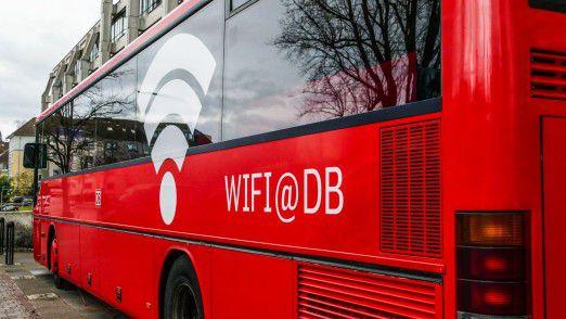 Frank Scholz, CIO von DB Regio, ist jetzt auch Busbesitzer. Dieser fährt quer durch Deutschland und wirbt für Innovationen.