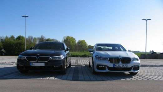 BMW 5er (links) neben BMW 7er: Sich mit anderen zu vergleichen macht nicht immer Stolz, aber meistens klüger bezüglich der eigenen Position.