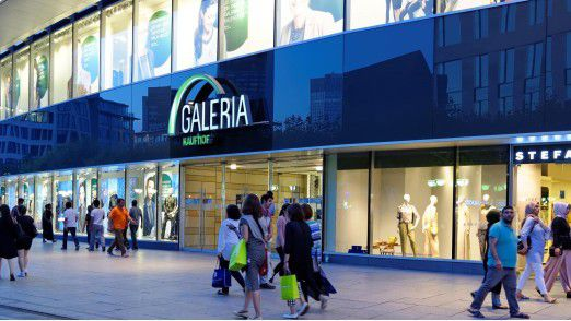 Die Signa-Holding von René Benko könnte rund drei Milliarden Euro für das deutsche Warenhausgeschäft von Kaufhof bieten.