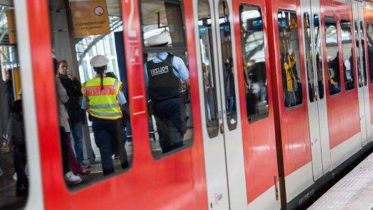 """Der Test von Gesichtserkennungstechnik am Bahnhof Berlin Südkreuz soll eine """"erstaunliche Treffgenauigkeit"""" zeigen."""