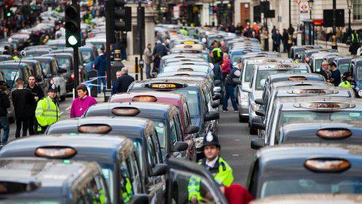Taxifahrer protestieren in London gegen Uber. Nun hat die Stadt reagiert.