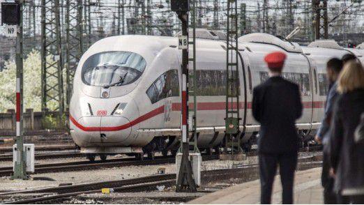 Die Bahn macht mobil - auch mit Smartphones und Tablets.