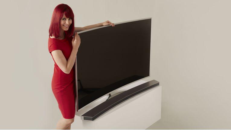 Miss IFA präsentiert Produktneuheiten zur IFA 2015: Curved Monitor SE790C von Samsung. (Quelle: IFA)
