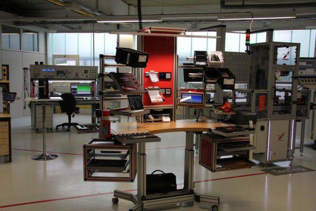 Industrie 4.0: Bei Elabo ist eine Musterfabrik aufgebaut, mit Hilfe derer sich die Vernetzung von Prozessen demonstrieren lässt.