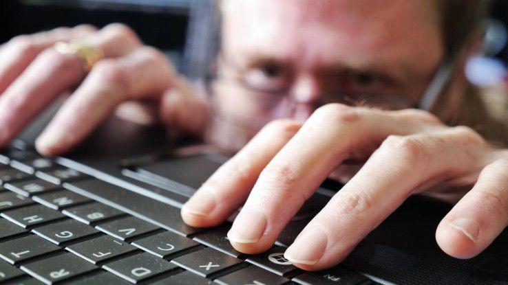 Den Schaden, den Innentäter in Unternehmen anrichten, wird gerne unterschätzt. Dabei überwiegt die Anzahl der Inside Jobs die der Angriffe von außen bei weitem.