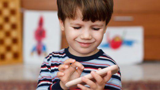 Für Jugendliche und auch Kinder sind Smarphones längst selbstverständlich.