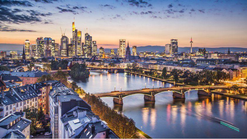 Frankfurt ist nicht nur die Hochburg der Finanzindustrie, sondern auch ein guter Platz, um als Informartiker viel Geld zu verdienen.