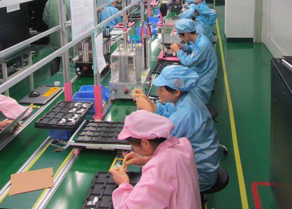 Fertigungsstraße bei der Produktion des Fairphone 2