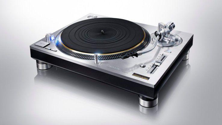 Panasonic lässt mit dem SL-1200 die Technics-Vinyl-Tradition wieder aufleben. Die Schallplatte ist im digitalen Zeitalter wieder voll angesagt.