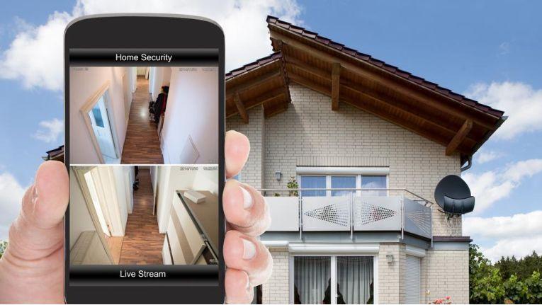 Die vernetzten Geräte im Smart Home möchten die User mit einem Sicherheitspaket schützen.