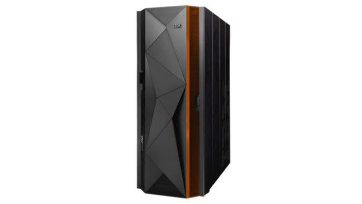 Der neue LinuxOne Rockhopper Server - ein Besenschrank.