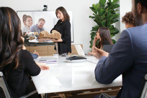 Dank 90-Grad-Blickfeld sind kleinere Gruppen bei Konferenzen gut im Bild.