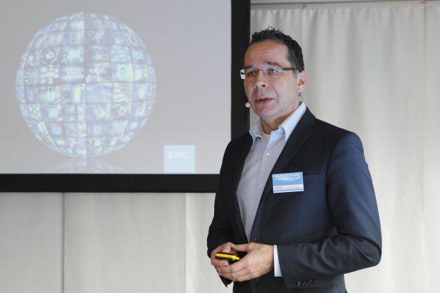Dr. Stefan Radtke stellte die techischen Neuerungen von OneFS 8.0 vor.
