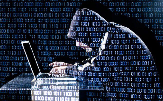 Cyberkriminelle werden auch 2016 Schlupflöcher suchen, um in die Computer und Smartphones der Nutzer einzudringen.