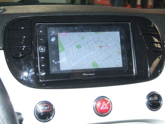 Summit Tech setzt beim Connected Car auf CarPlay und Android Auto.