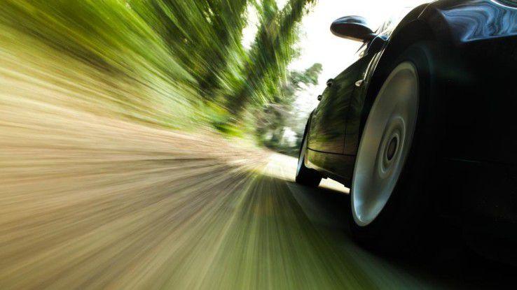 Telematik-Tarife stehen bei Autoversicherern hoch im Kurs. Die persönliche Fahrweise bestimmt dabei über die Höhe der Prämien mit.