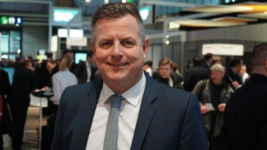 SAP-Personalvorstand Stefan Ries erklärt CW-Redakteur Hans Königes, wie er seine Belegschaft in die Cloud-Welt mitnehmen will.