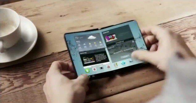Samsung hat bereits 2014 in einem YouTube-Video ein Konzept eines Smartphones mit faltbarem Display vorgeführt.