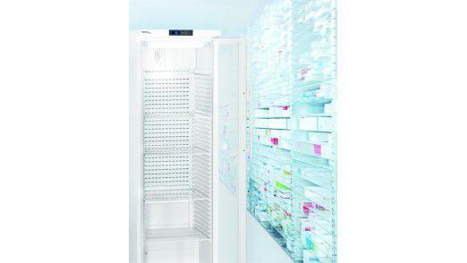 Die Idee des vernetzten Kühlschranks ist nicht neu. Liebherr demonstriert nun den Prototyp einer End-to-End-Infrastruktur für Kühlschränke. Kunden aus der Pharmaindustrie, dem Medizinsektor und der Lebensmittelbranche sollen damit neue Möglichkeiten der Fernüberwachung und vorhersagenden Wartung bekommen.