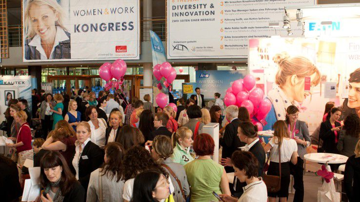 Jährlich strömen mehrere Tausend Karrierefrauen auf die women&work. Dieses Jahr findet die Messe im FORUM der Messe Frankfurt am Main statt.