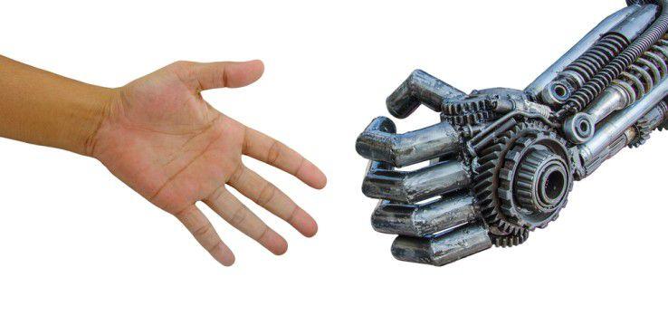 Kollege Roboter: Im Zuge der fortschreitenden Digitalisierung und Automatisierung wächst die Angst um den eigenen Job.