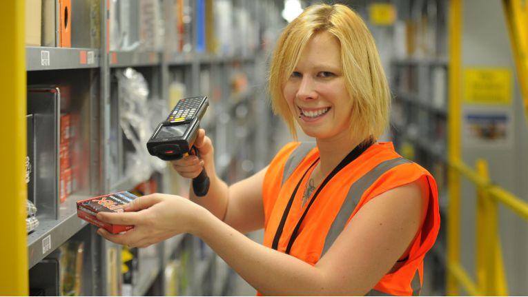 Mehr als 1.000 Mitarbeiter will Amazon in seinem neuen Logistikzentrum beschäftigen.