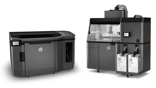 Die neuen Jet-Fusion-Modelle (links) haben etwa die Größe von zwei Waschmaschinen. Die Post Processing Station (rechts) soll überschüssiges Druckpulver absaugen und die Objekte für den weiteren Gebrauch fertig machen.