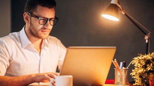 Die Trennung zwischen Arbeit und Nichtarbeit fällt vielen im Home Office schwer.