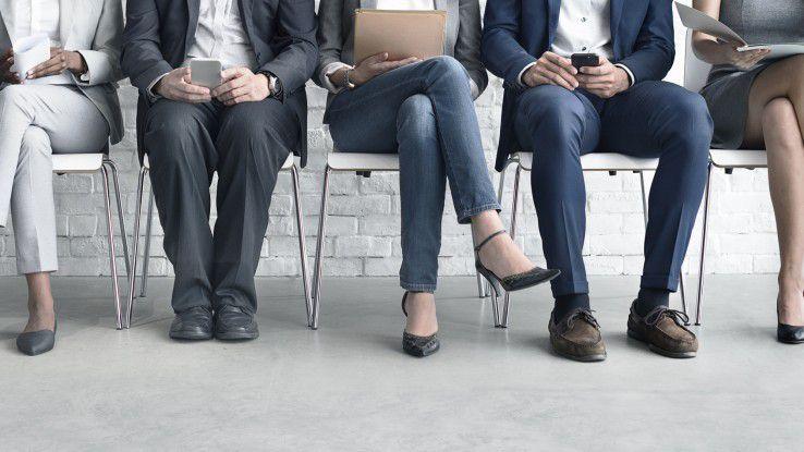 Der Weg ins Vorstellungsgespräch. ist für IT-Bewerber mit jahrzehntelanger Berufserfahrung oft beschwerlicher als angenommen. Das liegt nicht nur daran, dass sie in der Kunst der Selbstvermarktung nicht versiert genug sind. Ein Grund sind auch die Online-Recruiting-Systeme, die zu sehr auf jüngere Kandidaten ausgelegt sind.