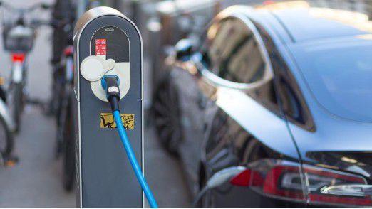 Wer sein Elektroauto in Deutschland an öffentlichen Stationen laden will, sucht oft vergeblich.