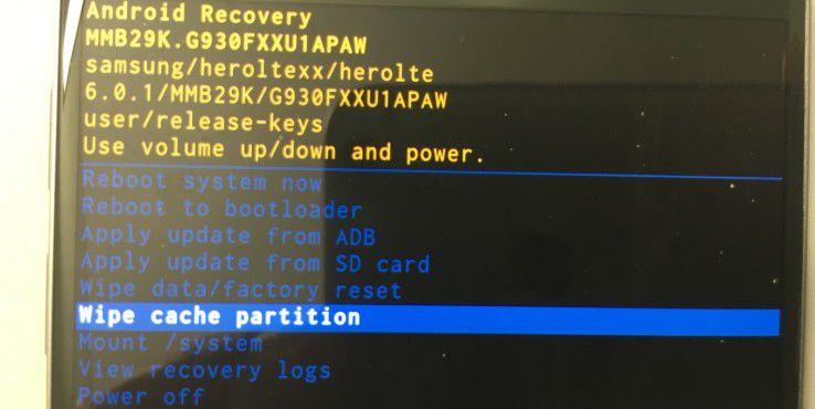"""Über die Funktion """"wipe cache partitione"""" löschen Sie den temporären Cache-Speicher"""
