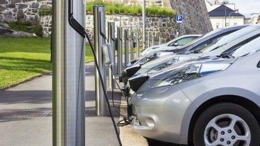 Die Ladeinfrastruktur für Elektroautos lässt vielerorts noch zu wünschen übrig.