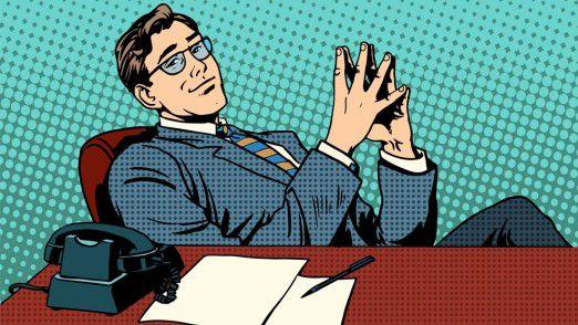 Eine Körperhaltung, die sich für ein Feedbackgespräch mit einem schwierigen Mitarbeiter eher nicht empfiehlt.