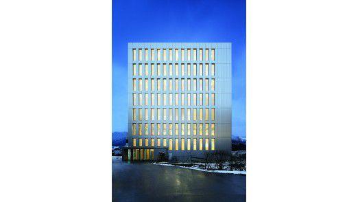 Der Life Cycle Tower One in Dornbirn ist eines der Pilotprojekte, in denen die Zumtobel Gruppe gemeinsam mit Partnern die Idee des Internets des Lichts in der Praxis testet.