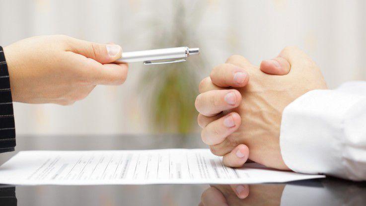 Festanstellung oder lieber Freiberuflichkeit? Ein Leser stellt diese Frage an Recruiting-Expertin Silke Aich im Karriere-Ratgeber.