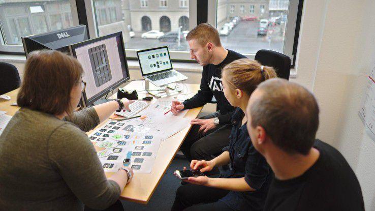 Im Meeting müssen die Entwickler von Neofonie ihre Ideen, Konzepte und Probleme den Kollegen einfach erklären und zielführend über etwaige Lösungsansätze debattieren können.