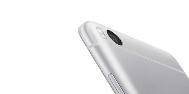 Alleine dieser Ausschnitt zeigt die Ähnlichkeit zum iPhone. Die Form des Handys ist jedoch komplett anders.