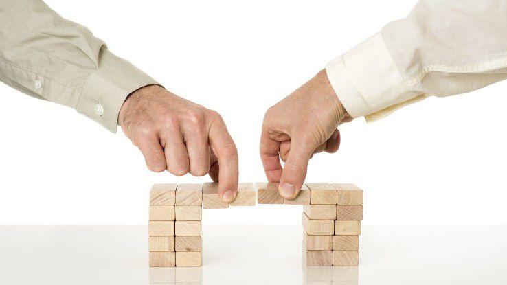 Mutter und Tochter müssen auch bei einer Unternehmenszusammenführung die richtigen Brücken finden.