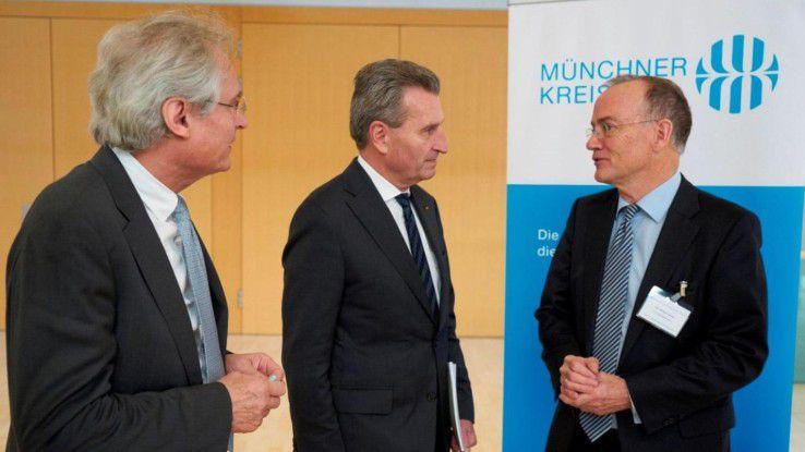 Henning Kagermann (Acatech), Günther Oettinger (EU-Kommissar) und Michael Dowling (Münchner Kreis) (v.l.) diskutieren Fragen der Digitalisierung.