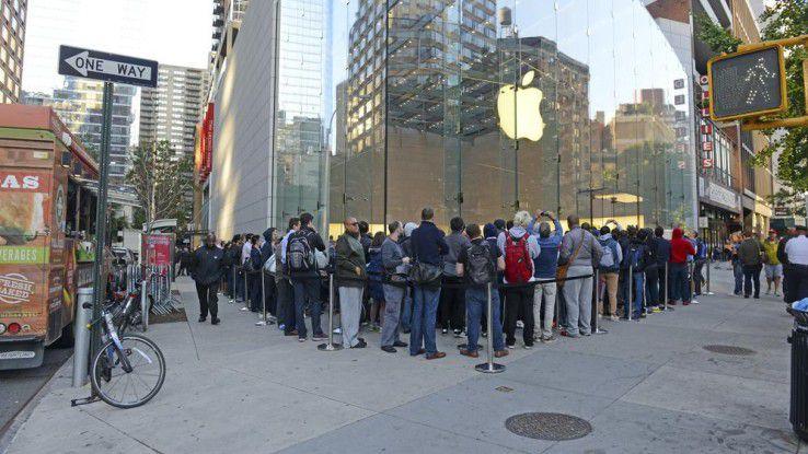 Egal welchen Mist (Hitzeprobleme, Bendgate, Touch Disease etc.) Apple auch baute, auf seine Jünger konnte sich der Konzern bislang stets verlassen: Sie standen jedesmal Schlange, um das neuste iPhone zu kaufen.