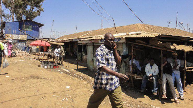 Slum in Kibera/Nairobi: In Kenia und anderen afrikanischen Ländern ersetzt das Handy häufig ein reguläres Bankkonto.