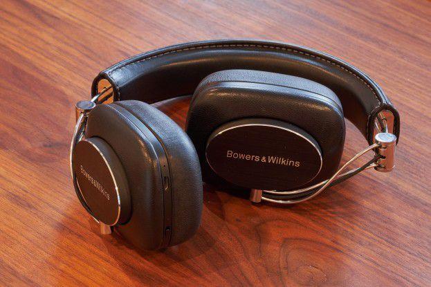Für den leichteren Transport kann man die Ohrhörer falten.